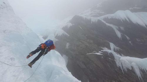 ice-climbing-3175714_1280_1280x720